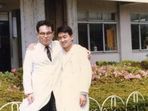 1980年 徳島県医師会阿南中央病院 六田副院長との一枚